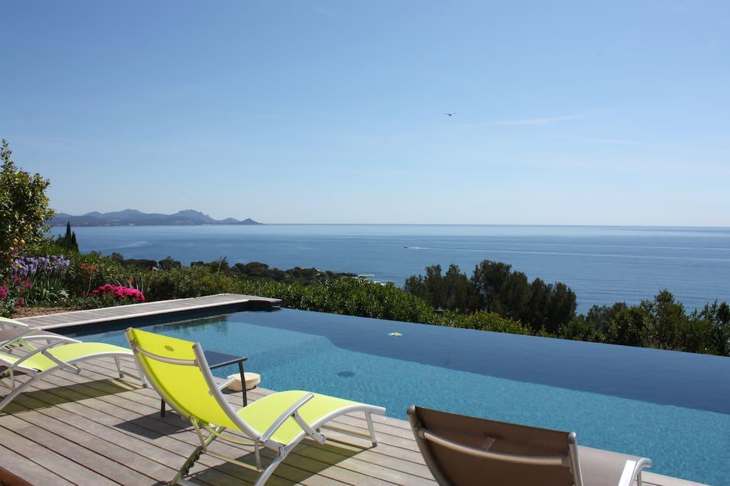 Villa 12 personnes vue mer panoramique et piscine villas for Location villa cote d azur piscine