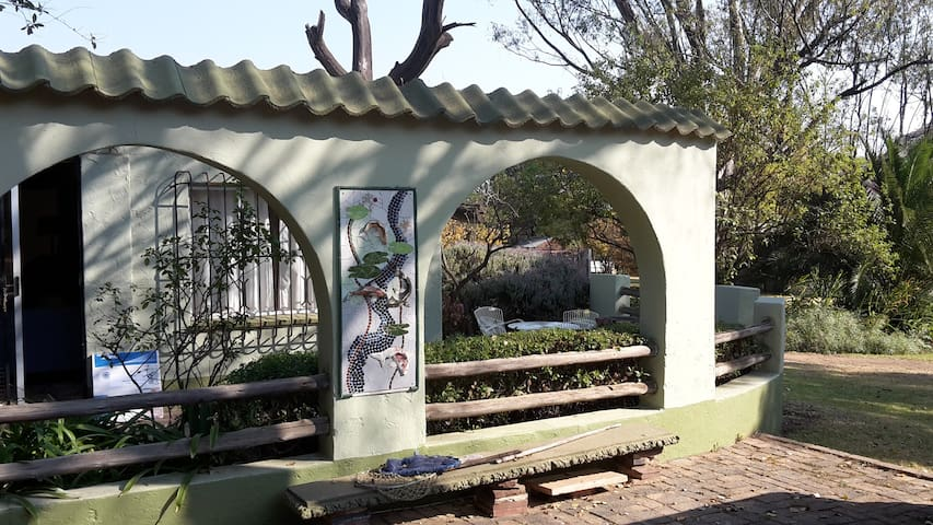 Garden cottage - bright and open plan - Midrand - House