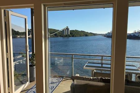 Farsund,  fin og lys leilighet med sjøutsikt