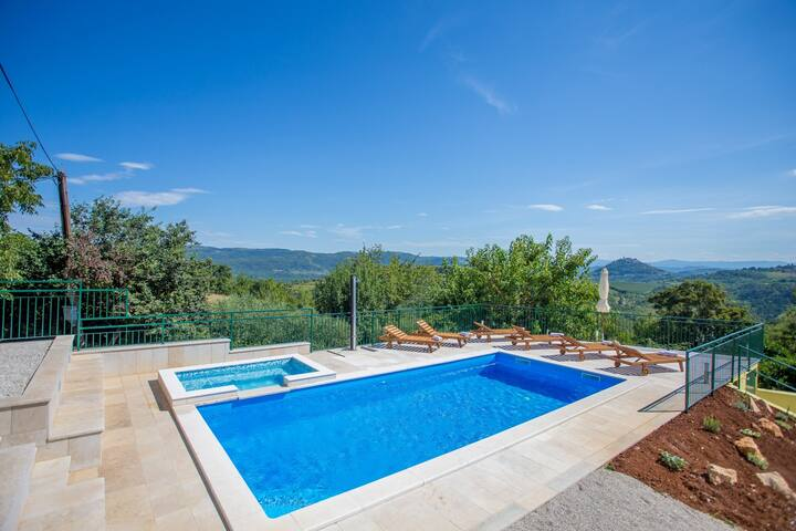 Charming Vila Ana Spinovci with Pool and view