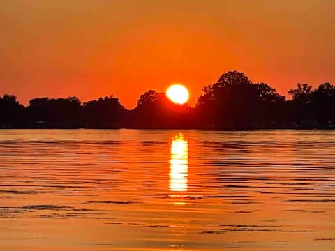 Sunset Loft waterfront retreat w the best sunsets!