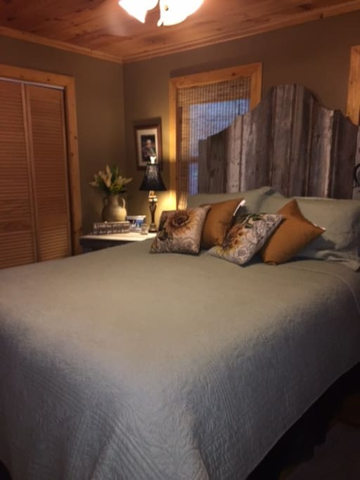 Cozy Clean Queen Bed - great mattress