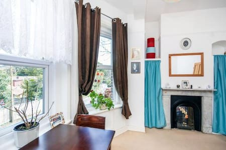Nice big  room near the beach and сentre in  Ryde