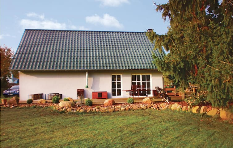 Holiday cottage with 3 bedrooms on 130m² in Putbus OT Kasnevitz