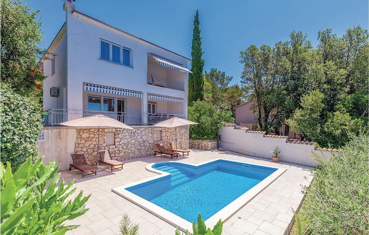 Holiday cottage with 4 bedrooms on 105m² in Crikvenica