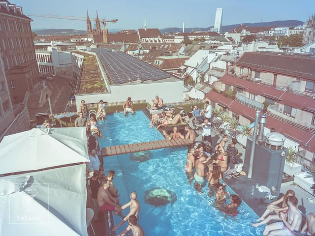 Vitra Design CityLoft 6 Room | Rooftop Pool