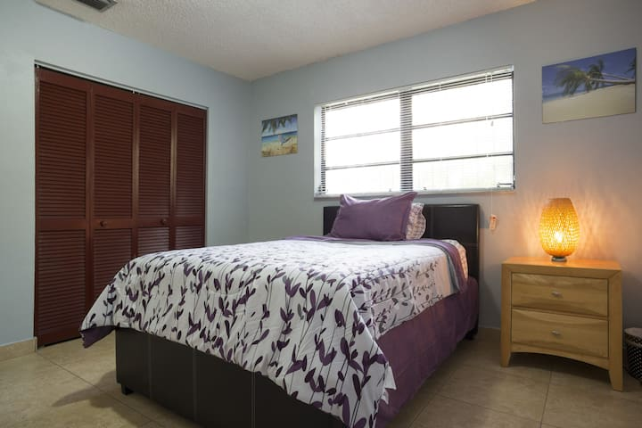 Calle Ocho Single private room