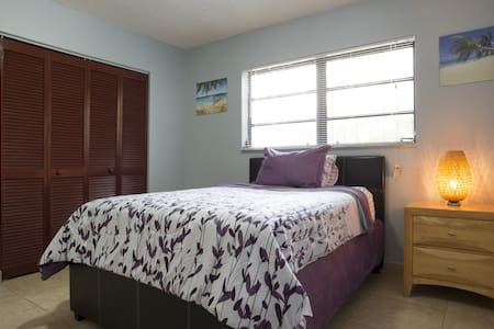 Calle Ocho Single private room No cleaning fee!!