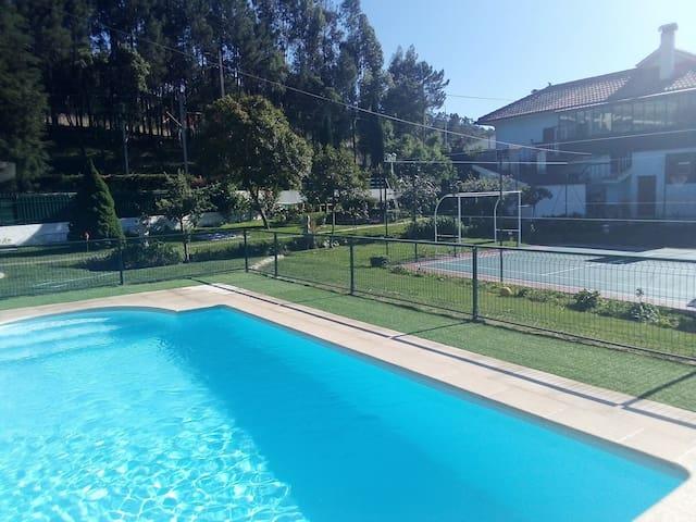 São Simão de Litém - Casa T3 piscina e campo ténis