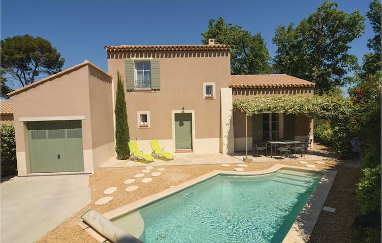 Semi-Detached with 3 bedrooms on 90 m² in Saint-Rémy-de-Provence