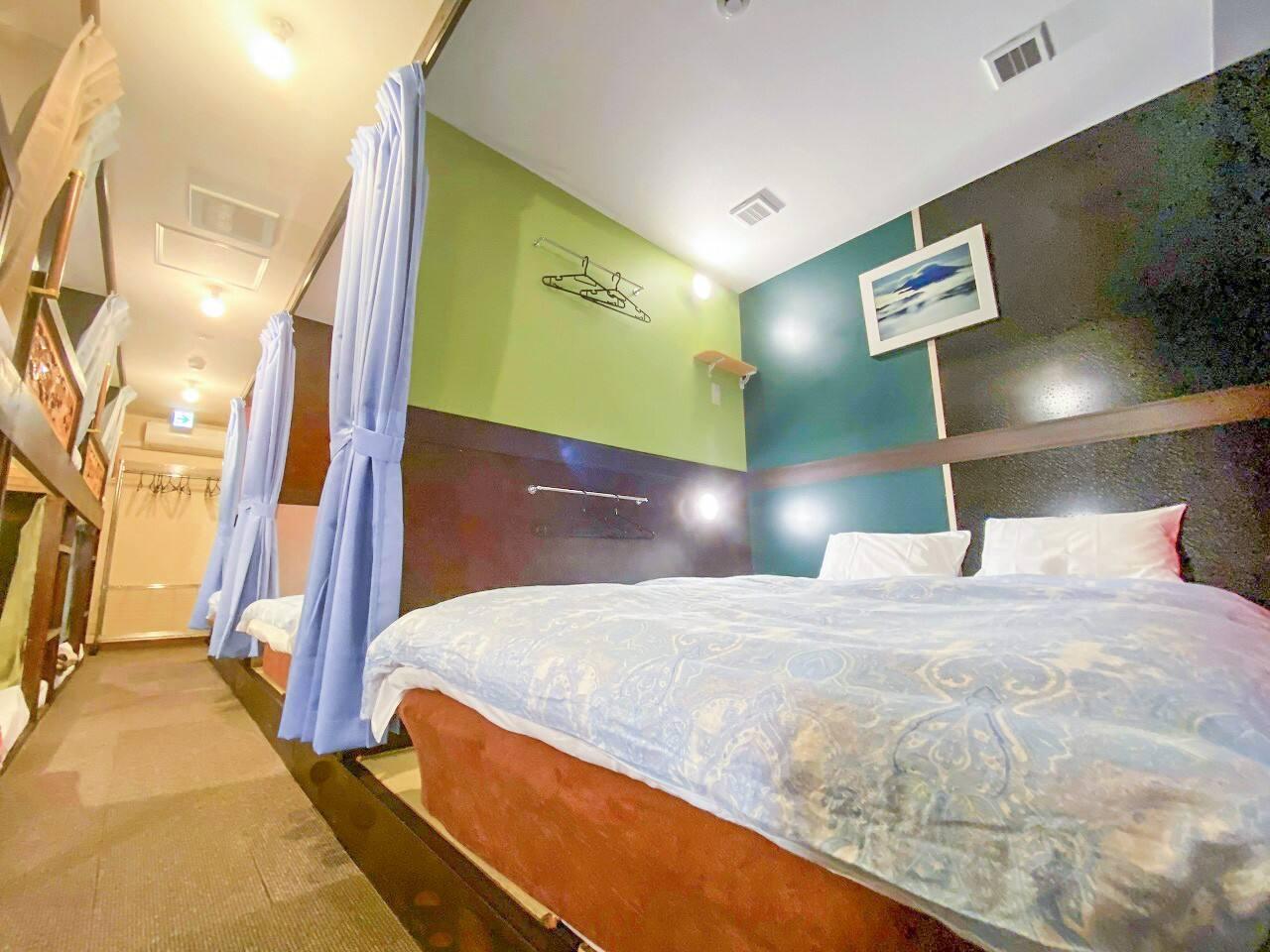 ダブルベッド計5台 5 double-size beds