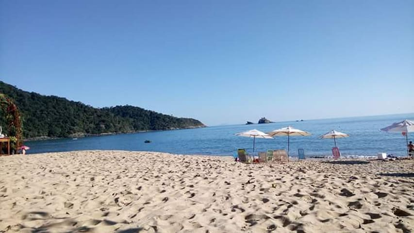 Kitnet para 4 pessoas, 100 metros da praia.