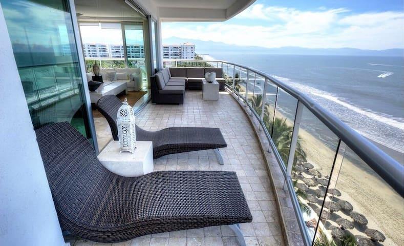 Nuevo Vallarta Beachfront Condo! - Las Jarretaderas - Apto. en complejo residencial