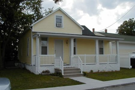 Barnett Bungalow, Two Blocks from the Temple! - Nauvoo