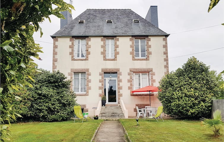 Holiday cottage with 3 bedrooms on 80m² in Ploujean