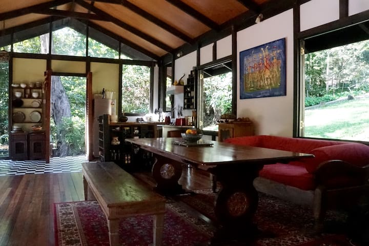 Private bungalow with lake views at Quixotica. - Cooroy - Bungalow