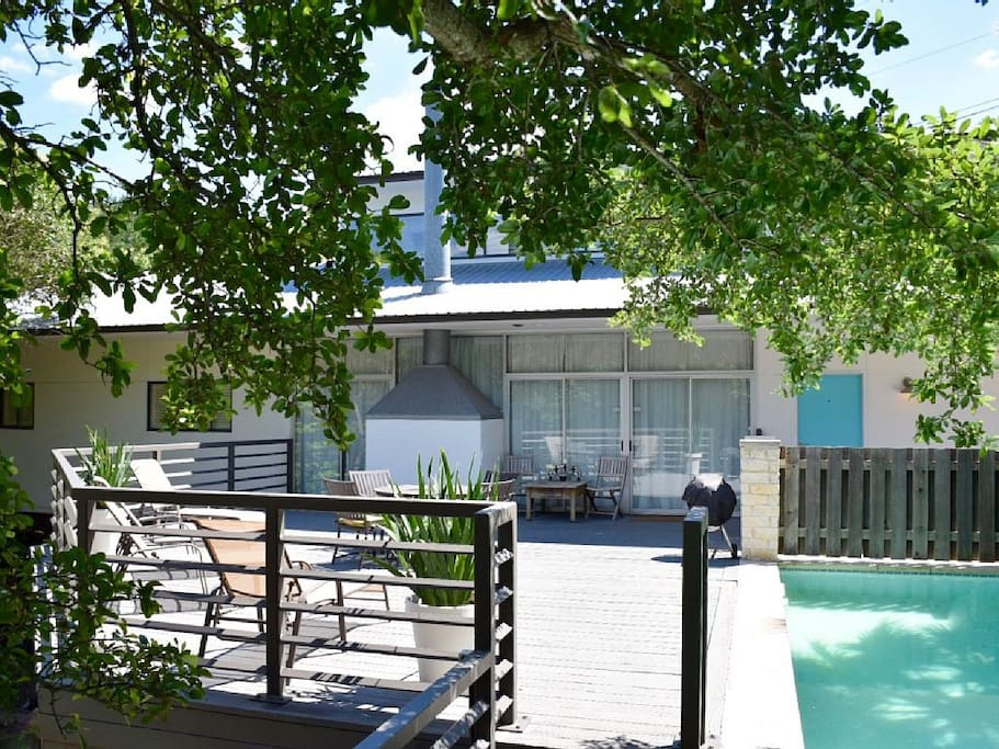 Great Deck and Pool on a Secluded Lot in Westlake