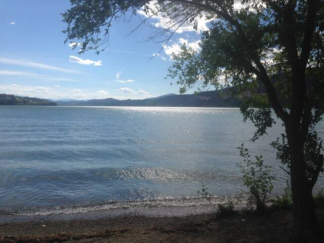 Cozy Vacation Rental between Wood Lake & Kalamalka - Lake Country - Holiday home