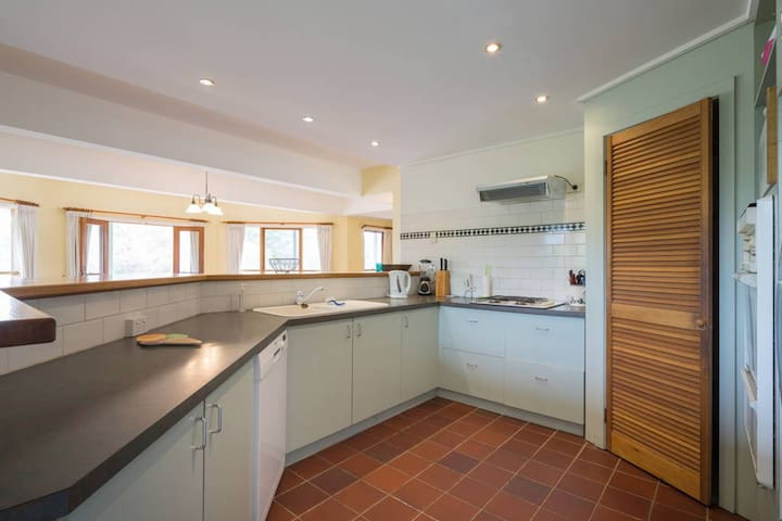 Kitchen from hallway from entry portico, dishwasher, microwave, oven, stove, plenty of cutlery & crockery for family gatherings