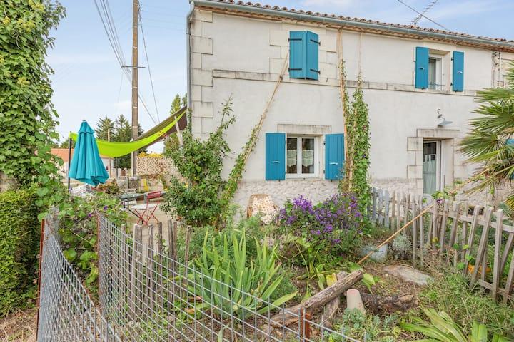 Appartement d'une chambre à Mortagne-sur-Gironde, avec jardin aménagé et WiFi - à 12 km de la plage