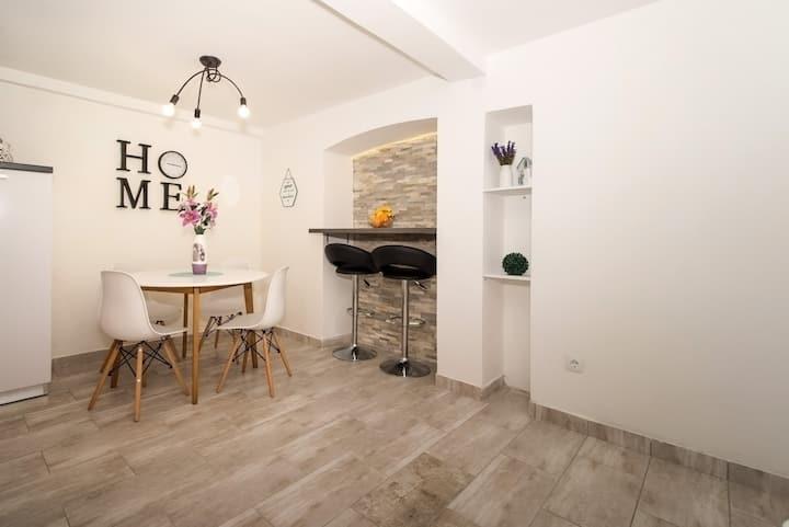 Apartman Maestral, close to Split airport.