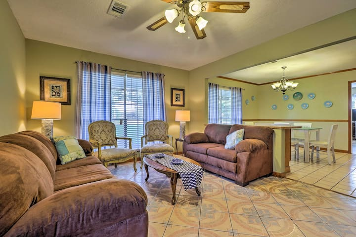This ranch-style home is tastefully decorated & features homey furnishings.