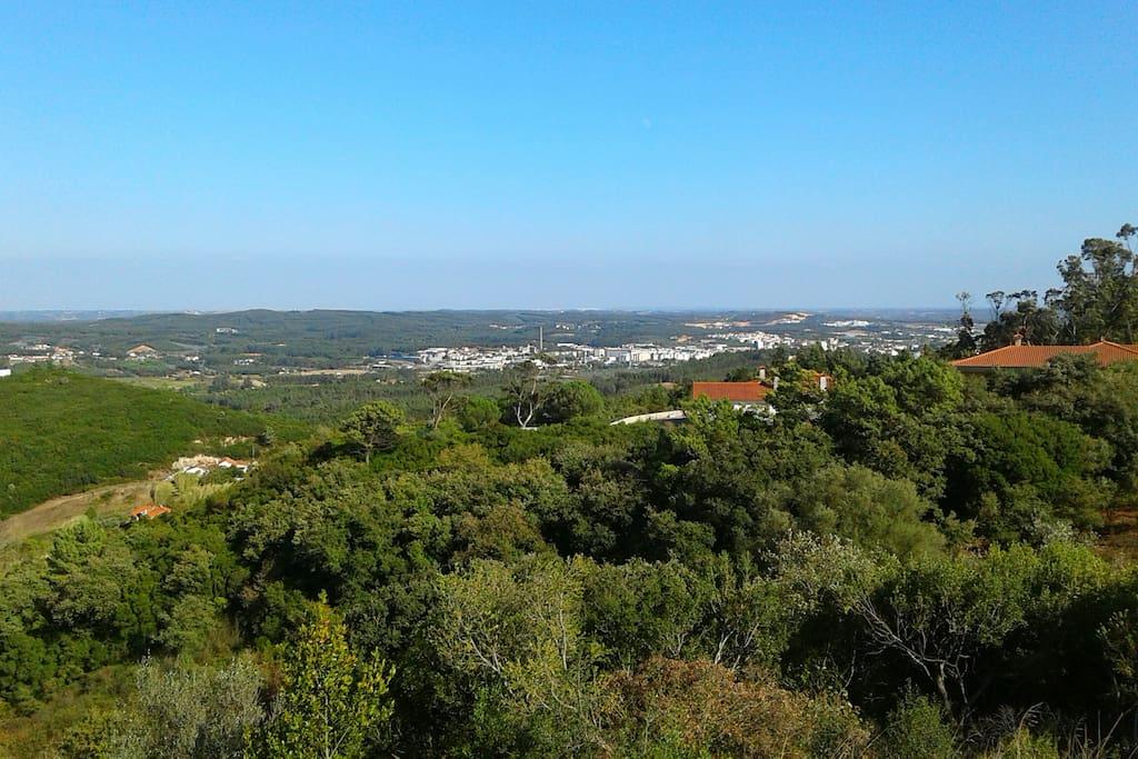 Vista sobre Rio Maior e Santarém.