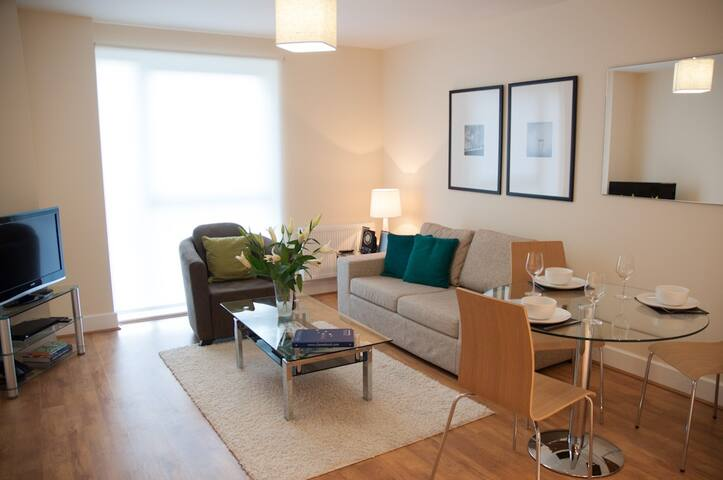 Centrally located, Modern 1 Bed apartment