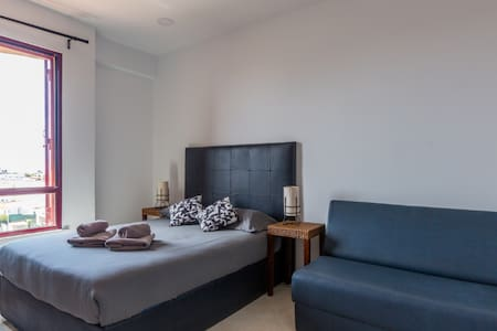 Modern&bright flat +all amenities,close Oura Beach