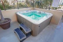 Hot tubs(Jacuzzi). ジャグジー。