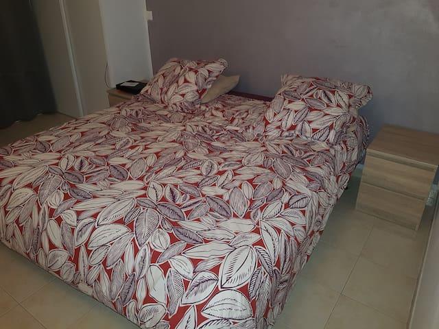 Belle chambre, entrée privée, villa Port-Fréjus