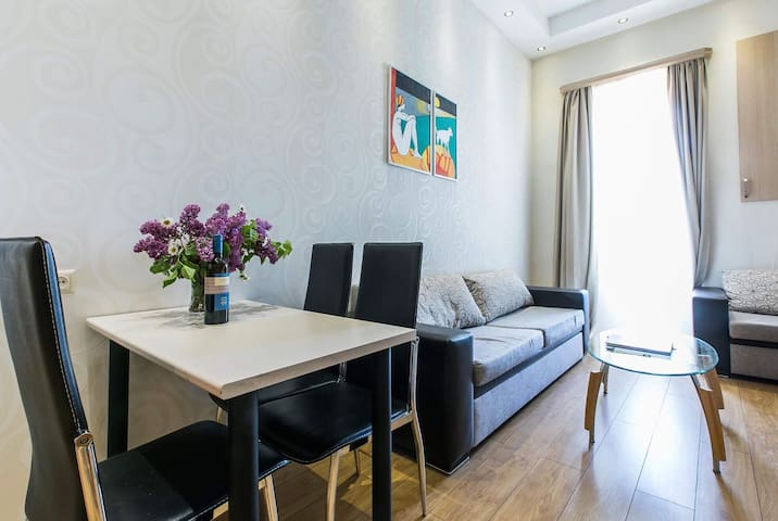 Cute Apartment with Balcony In The City Center *81