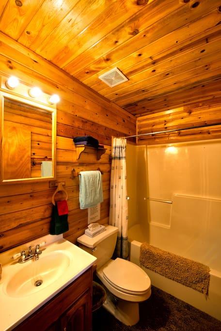 Full bath tub/shower. All towels, shampoo/soap provided. On city water.