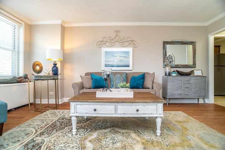 4C Charming Downtown Condo. Must SEE!