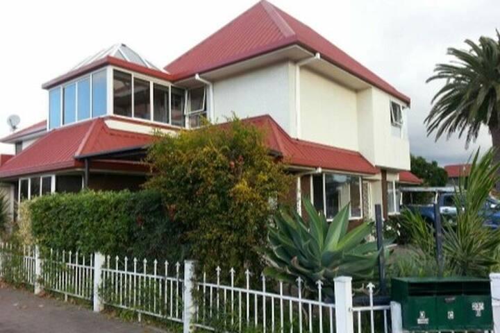 Tauranga Great inner city  town house