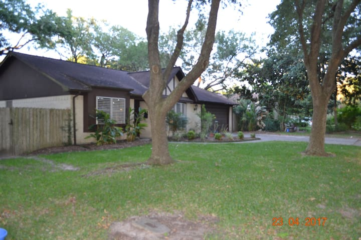Home near Galveston Beach and other attractions - Texas City - Huis