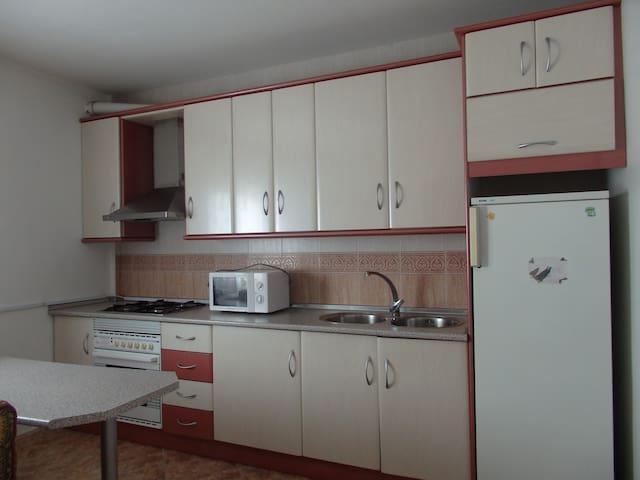 Apartamento completo, 2ºB - Caniles - Pis