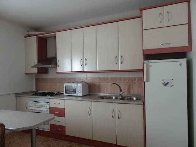 Apartamento completo, 2ºB - Caniles - Appartement