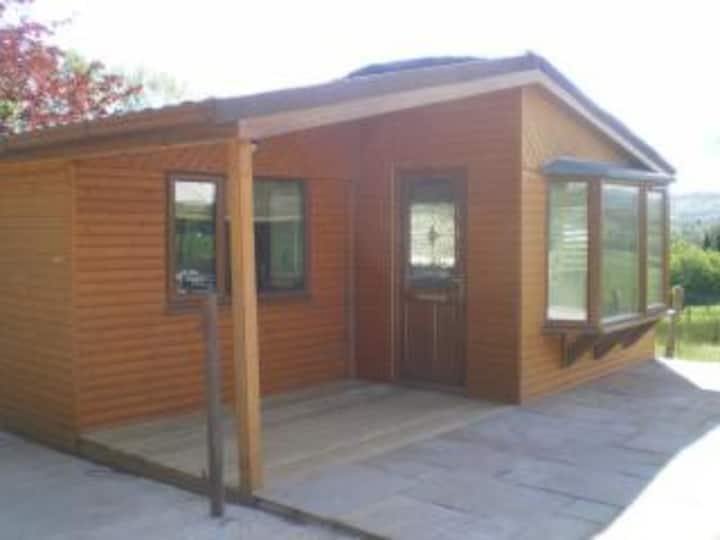 Quakerfield Lodge with private hot tub