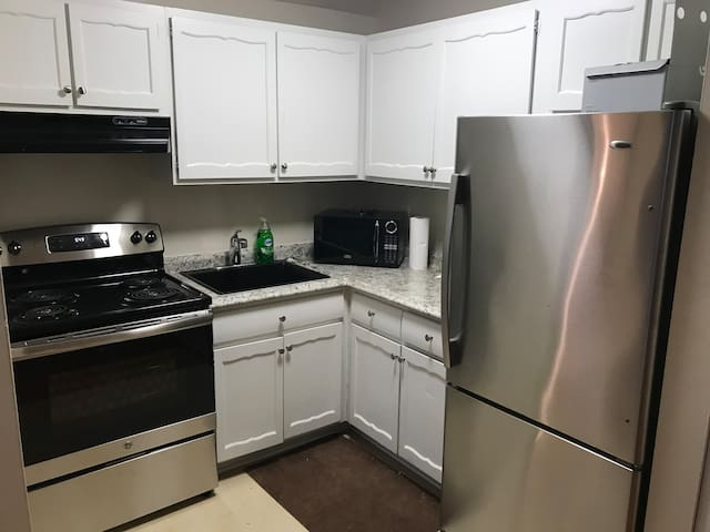 Chelsea Piers and beach condo near downtown