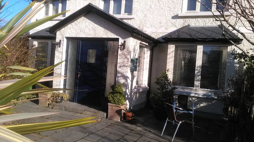 Complete 3 bed/ house  close to  City /Howth/Sea