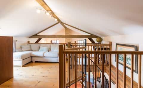 The Oak Barn - Beautiful Grade 2 Listed Oak Barn