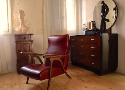 Marirosa bedroom