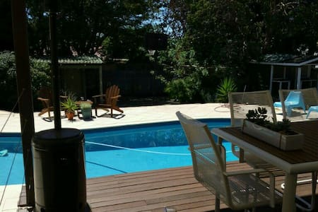 Swim, walk to shops, best location! - Floreat - Rumah