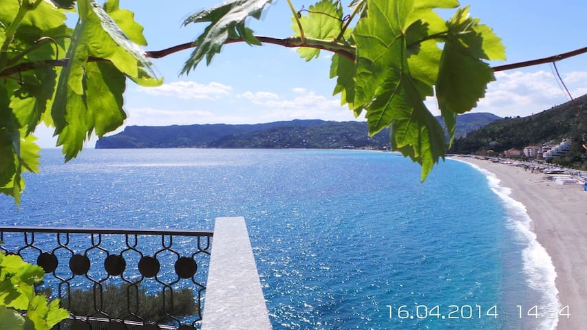 TERRACE OVERLOOKING THE SEA IN TORRE DEL MARE - Bergeggi - Apartment
