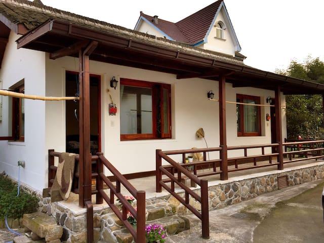"""莫干山民国小镇的 """"枇杷树小木屋""""(原生态独立小木屋) - Huzhou - Sommerhus/hytte"""