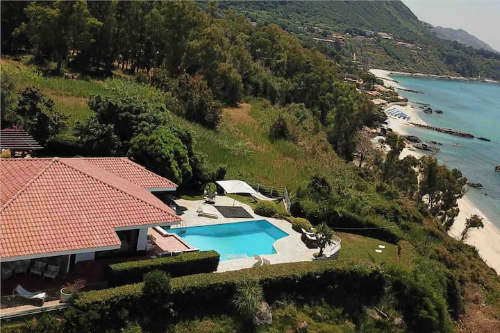 Seafront Villa near Tropea with Private Pool