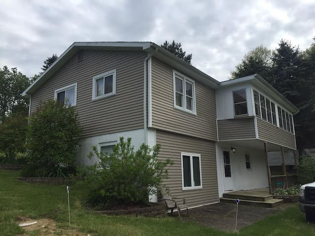 Great Getaway with Easy Access to Long Lake