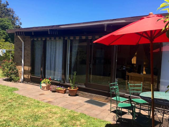 Cosy villa in Bayside Cheltenham