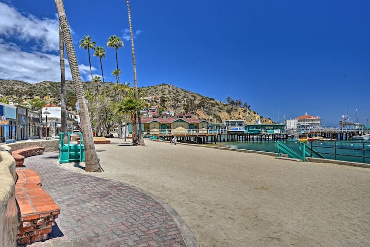 Up to 6 guests will be just steps away from the beach and pier.